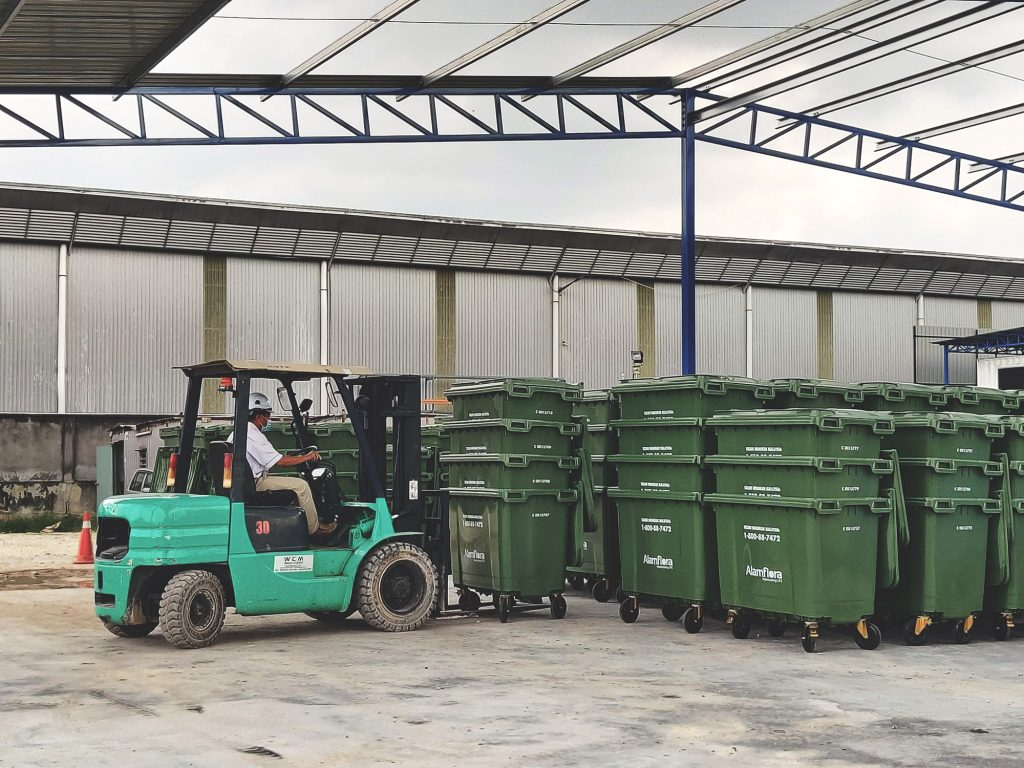 MGB660 being delivered to Alam Flora warehouse